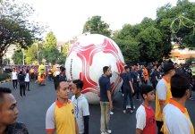 Bola Raksasa diarak Keliling Semarang Sambut Asian Games