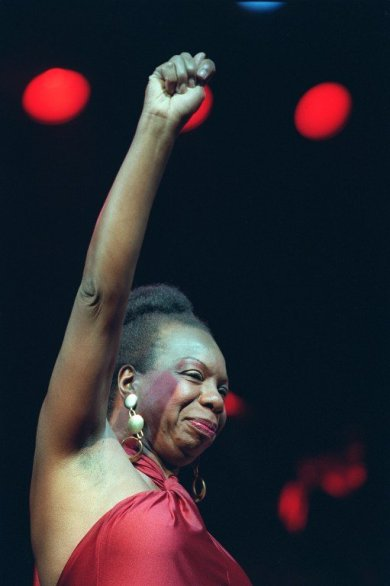 (FILES) Picture dated 22 October 1991 of legendary jazz and blues singer Nina Simone in concert at the Olympia music hall in Paris. Simone died 21 April 2003 at the age of 70 ather home in southern France, said her manager in a statement. AFP PHOTO BERTRAND GUAY / AFP PHOTO / BERTRAND GUAY
