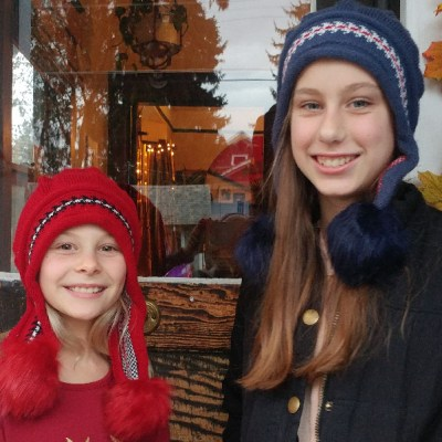 Pom-Hat-Models-Blue-Red