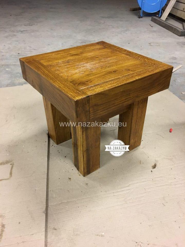 Masivní dubový stolek