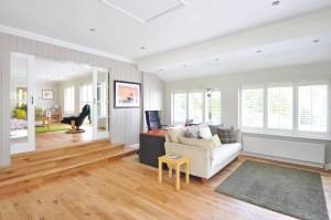 Moderní masivní dubová podlaha