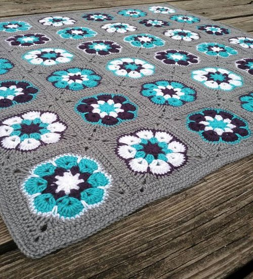 Crochet -gris -africano- flor