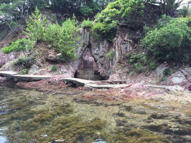 奥の浜の岩場