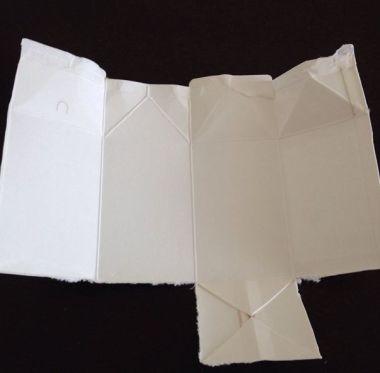 紙パックを広げる