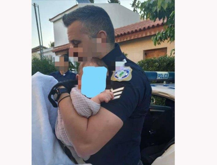 φωτογραφία του αστυνομικού με το μωρό στα Γλυκά Νερά