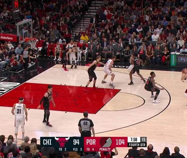 Meyers Leonard Cuts In For The One Hand Jam