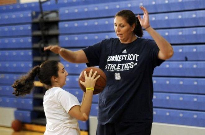 kara-wolters-10-najvisih-kosarkasica-u-povijesti-wnba-lige-10-female-tallest-basketball-players