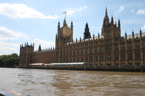 Kepping clear of the Houses of Parliament