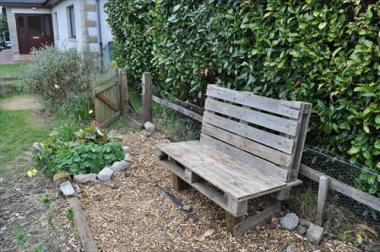 A basic bench made from recycled wooden pallets...