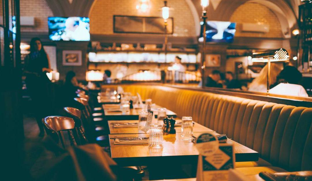 How Digital Signage Benefits Restaurants and Bars