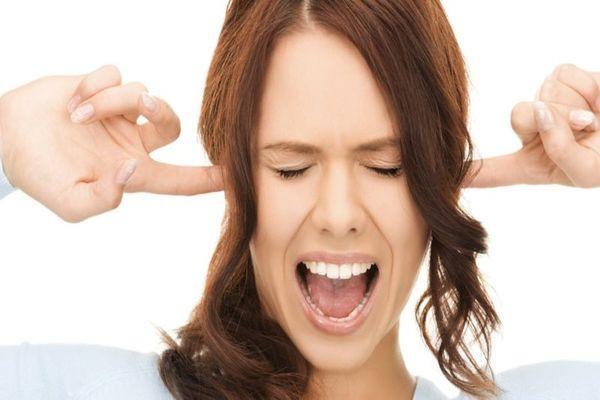 При боли в ухе камфорное масло. Лечение уха камфорным ...