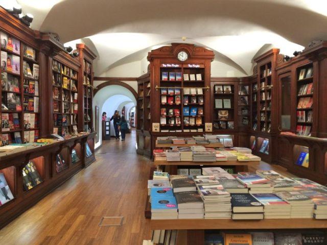 A Bertrand do Chiado é a livraria mais antiga do mundo - Livraria Bertrand, Lisboa