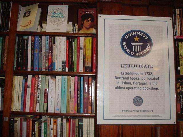 A livraria mais antiga do Mundo é Portuguesa
