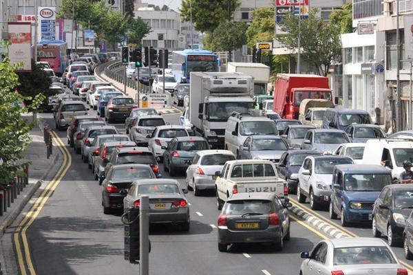 Quem conduz do lado certo: nós ou os ingleses?