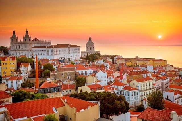 """""""Todo o mundo está a visitar Portugal"""": Britânicos explicam porquê"""