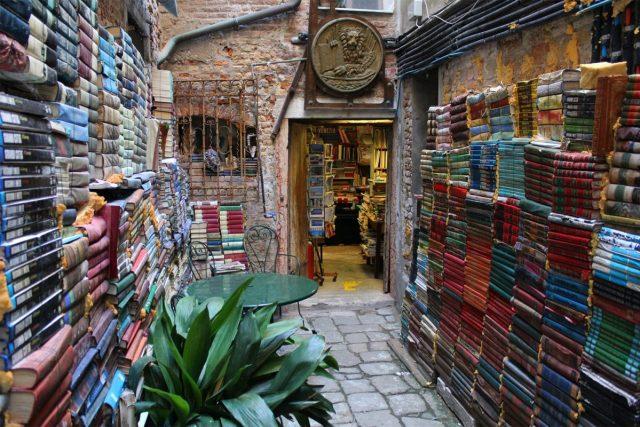 As 16 Livrarias mais bonitas do Mundo (2 são portuguesas)
