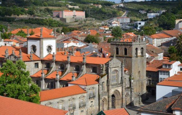 Portugal escondido: uma serpente em socalcos