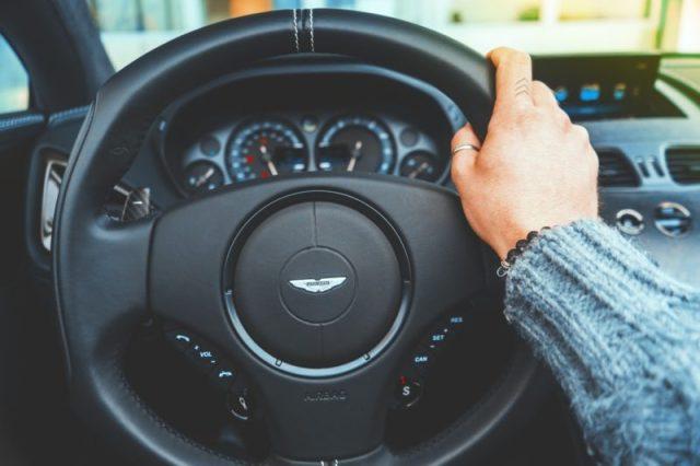 Para poupar na oficina evite estes 12 erros de condução