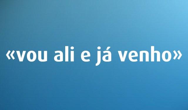 Língua Portuguesa: «Voltar atrás» é erro de português?