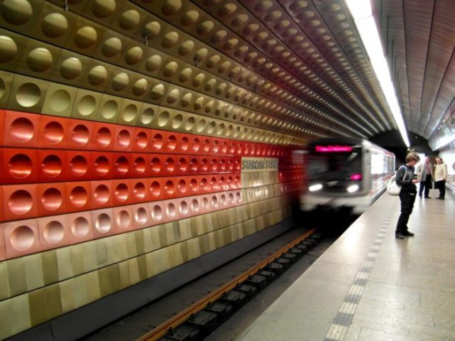 08 Estação de Staromestska, Praga, República Checa - © YouTube