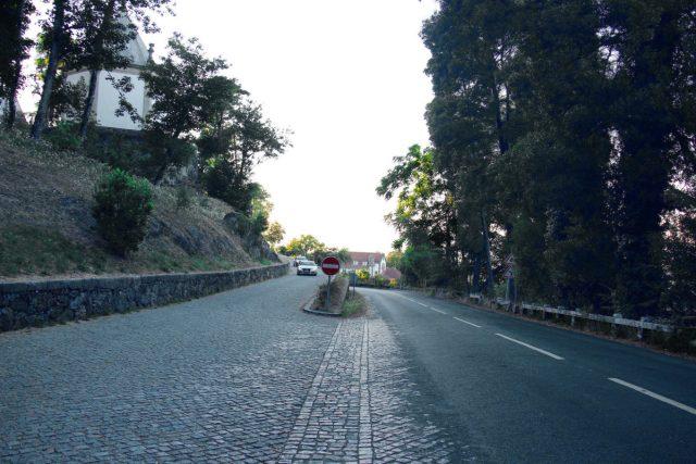 A estrada mágica em Braga onde os carros sobem sozinhos