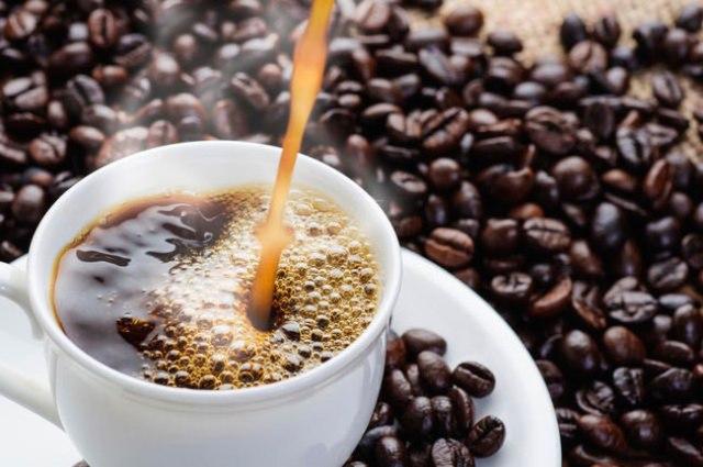 Café em excesso dá dor de cabeça