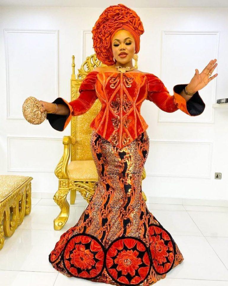 asoebi style corset
