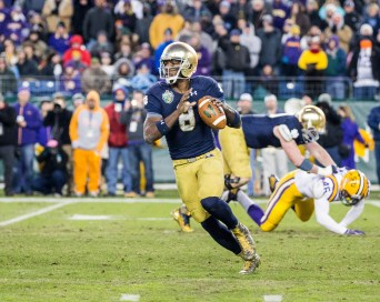 Irish quarterback Malik Zaire looks to pass the ball.