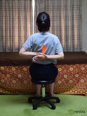 五十肩リハビリ-壁つたい-座って2