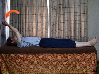 五十肩リハビリ-壁つたい-寝て2