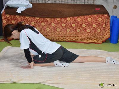 寝起き腰痛股関節ストレッチ2