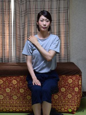 肩の痛みテスト4まとめ-ベアハグ1