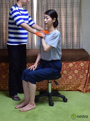 肩の痛みテスト4まとめ-ベアハグ2