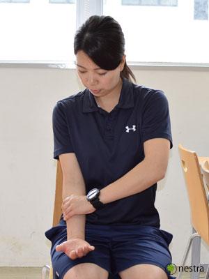 手の腱鞘炎-コンプレッションストレッチ5