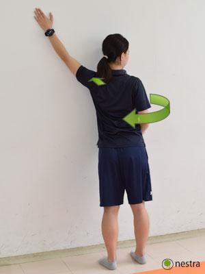 手の腱鞘炎-壁ストレッチ2