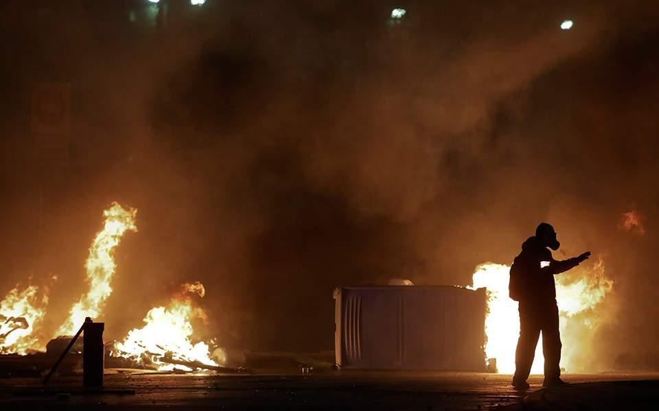 molotovfwties-thumb-large Θλιβερός και φέτος ο απολογισμός των επεισοδίων με αφορμή τη δολοφονία Γρηγορόπουλου
