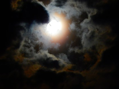 MoonGlowsRedYellow 067