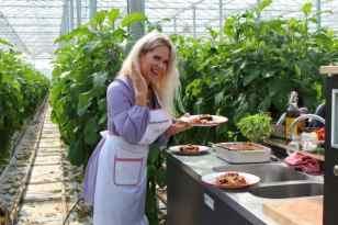 Aubergine Lisa van Cuijk en Winston Post nederland proeft zon fruit & vegtables