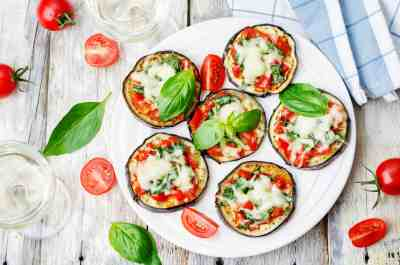 Mini courgette pizza's