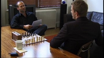 Jason Statham and Guy Ritchie play chess from the Snatch DVD