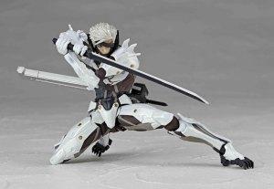Metal-Gear-Rising-Revoltech-Raiden-White-Armor-002