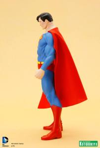 DC Universe Super Powers Superman ARTFX+ Statue. (6)
