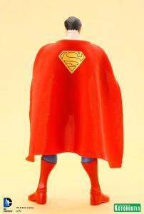 DC Universe Super Powers Superman ARTFX+ Statue. (7)