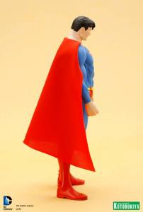 DC Universe Super Powers Superman ARTFX+ Statue. (8)