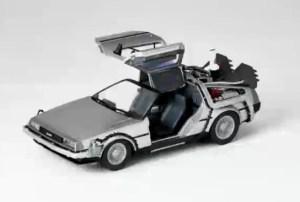 Revoltech-BTTF2-DeLorean-001