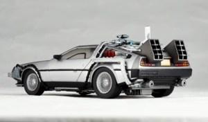 Revoltech-BTTF2-DeLorean-003