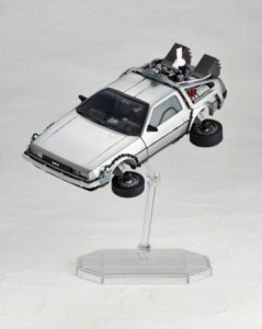 Revoltech-BTTF2-DeLorean-004