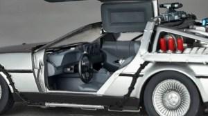 Revoltech-BTTF2-DeLorean-006