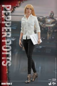 Pepper Potts Collectible Figure (2)