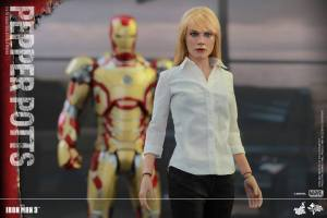 Pepper Potts Collectible Figure (6)